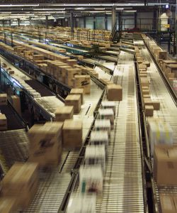 distribution-center-conveyer-belt_129852838455753866